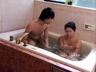 Amateur Mature Shower Enjoyment