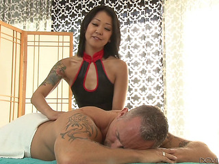 Tattooed Oriental Masseur Provides Her Customer With A First-rate Wang Ride