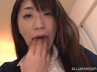 Japanese babe hinterlands a hard toy in her gash