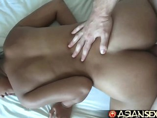 Asian Sex Diary - Shy Filipina gets her gradual box creampied