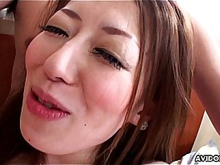 Asian slut has a toy and a locate to swell up vulnerable