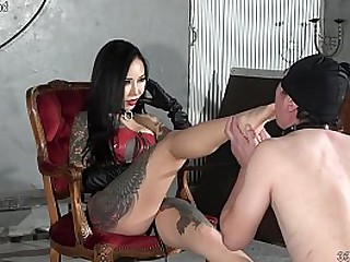 Japanese feathers Youko makes slave suck her feet