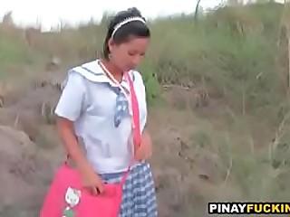 Asian schoolgirl sucks in the bushes