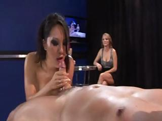 Asa Akira gets drenched with oil with the addition be fitting of fucked on touching front be fitting of her kitty friends