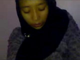 indonesian- nining jilbab goyang